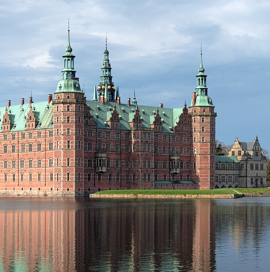 Guided tours to Frederiksborg Castle by Guide in Copenhagen